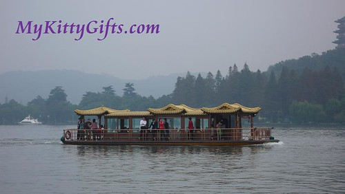 Hello Kitty's View of Tour Boat in West Lake, HangZhou