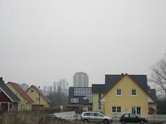 Im Hintergrund die Gropiusstadt (Schockwellenreiter) Tags: neuklln photojoerg gropiusstadt umland architetktur umlandsd grosziethen gartenstadtgrosziethen