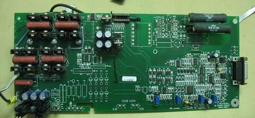 Imagen de la placa de control digital, a la derecha y del multiplicador de la tensión de salida a la izquierda.