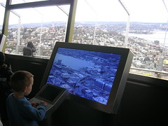 Kids have fun (drewdoo) Tags: seattle spaceneedle observationdeck interactivelcd
