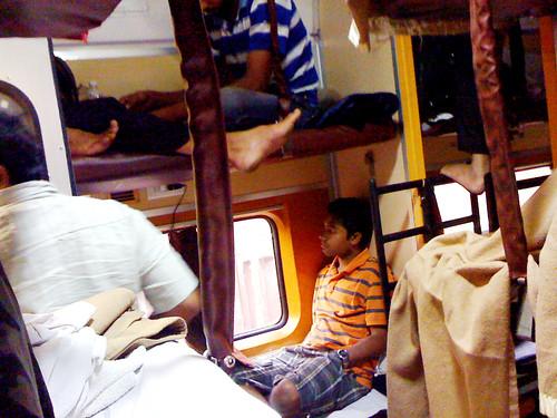 インドの電車内の様子