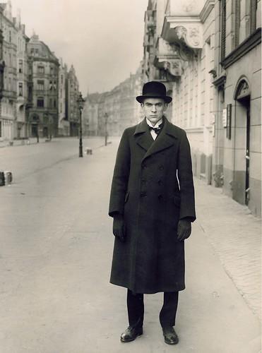 Vintage_AR_1927_von_August_Sander_ret_bearbeitet-3 (1)
