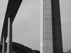 Viaduc de Millau 1 (Choucas T) Tags: road sky blackandwhite noiretblanc route ciel autoroute millau viaduc bton hightway piller