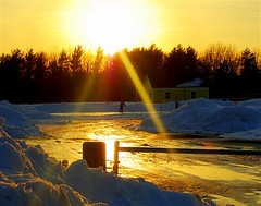 ...Carpe diem.... (nushuz) Tags: soe carpediem blueribbonwinner hockeyplayers sunflares justbeforesunset abigfave superbmasterpiece top20sunsetsofourhearts reflectionsonthesnowandice awesomegoldenglow