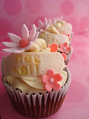 Get Well Cupcakes (Happiness in a Bite) Tags: getwellsoon flowercupcakes chocolatecupcakes pinkcupcakes peanutbuttercupcakes daisycupcakes getwellsooncupcakes messagecupcakes