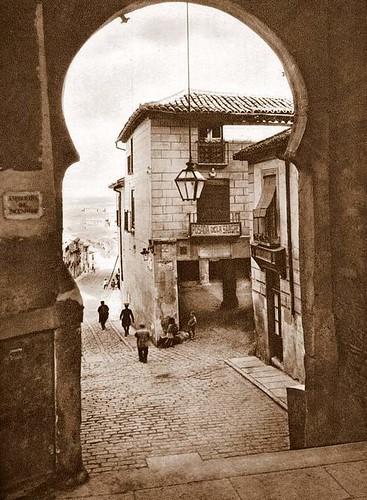 Arco de la Sangre, Toledo