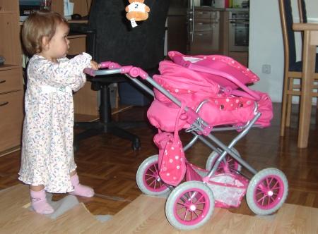 neuer Puppenwagen