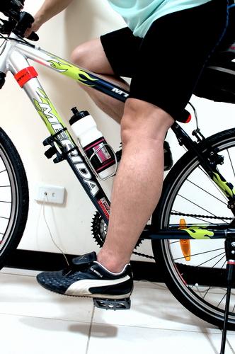 以腳後跟踏在踏板中心時,整條腿成為伸直但不緊繃的狀態