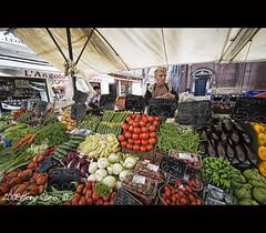 i'll have a dozen each of zucchini florettes, aubergines and fennel roots please? (DocTony Photography) Tags: venice italy food fruits vegetables lady nikon europe market stall fresh d3 prices looksdelicious doctony 1424f28