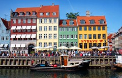 Nyhavn, Copenhagen (CGoulao) Tags: blue houses red people tourism water yellow gua azul copenhagen catchycolors denmark nyhavn boat canal pessoas barco amarelo 17 2008 turismo sandal copenhaga passeio dinamarca vermelo colorphotoaward aplusphoto colourartaward platinumheartaward