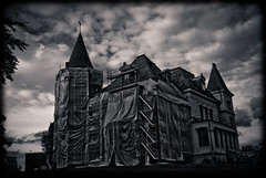 Magic villa (gothicburg) Tags: house clouds dark gteborg construction sweden magic gothenburg wrapped villa sverige turrets christo addamsfamily delsjn unclefester splittoning storatorp lightroom2
