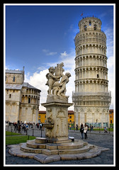 The (not) Leaning Tower of Pisa (ShaunW (shandys_preston)) Tags: italy tower statue pisa leaning