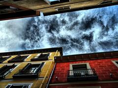 -- (hiskinho) Tags: sky cloud casa edificio ciel cielo nuage fachada balcn hdr nube