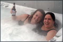 dans le spa sous la tempête, Louise... et moi qui tiens la bière :o) (Guylaine2007) Tags: winter party snow fun hiver femme moi louise neige fête spa coors guylaine