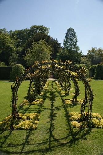 powis_gardens-arbour