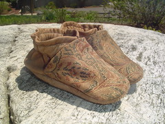paisley print (ka_boogie) Tags: baby shoes babyshoes slippers booties babybooties babygift kaboogie cribshoes