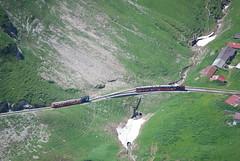 Dampf und Diesel kreuzen (swissgoldeneagle) Tags: switzerland brienz brb rothorn zahnradbahn brienzrothornbahn d80 dampfbahn