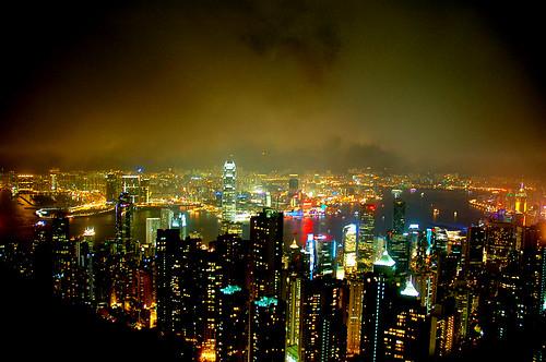 霧濛濛的太平山夜景