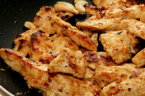 Chicken and cashews for murgh makhani