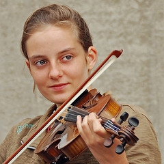 La bella violinista francese (Franco Ferri Mala) Tags: people music france colour face reflex nikon highfive ritratto amateurs digitalcameraclub pportrait d80 violini golddragon abeauty capture38 amateurshighfive invitedphotosonly thebestofday gnneniyisi 100commentgroup