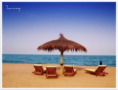 `a slice of paradise. (`hammy [away]) Tags: beach beautiful al dubai paradise sony resort slice colored hammy n1 fujairah rotana aqah dscn1 nicetitletoo jinnnnnnnnnnnnnnnnnn