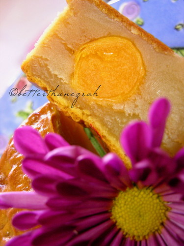 Mooncake with Salted Egg Yolk