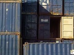 En Raos, junto al aeropuerto (acaneda) Tags: azul contenedores raos