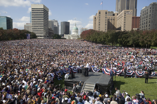 20081018_St.Louis_MO_ArchRally0260.jpg by Barack Obama.