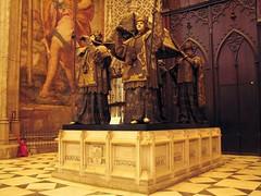 Cathedral (Graa Vargas) Tags: espaa canon sevilla spain cathedral ph227 graavargas duetos 2008graavargasallrightsreserved christophercolumbusstomb tumulodecristvocolombo