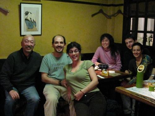Mariano, Isabel, nosotros y dos japos