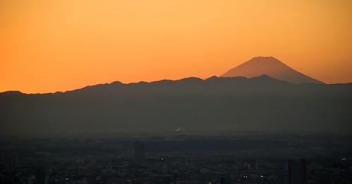 Tokyo sunset over Fuji 02