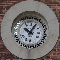 clock (Leo Reynolds) Tags: clock canon eos iso100 time squaredcircle f8 200mm sqparis 0ev 40d hpexif 0011sec sqrandom xsquarex sqset032 xleol30x xclockx xratio1x1x xxx2008xxx