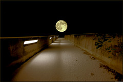 walking to the moon... (Hausstaubmilbe) Tags: bridge moon snow night steyr vollmond anawesomeshot ultimateshot canoneos450d platinumheartaward atomicaward