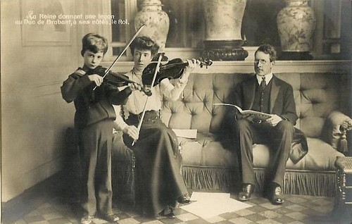 der spätere König Leopold III. von Belgien lernt Geige spielen, Crownprince of Belgium learns the violin