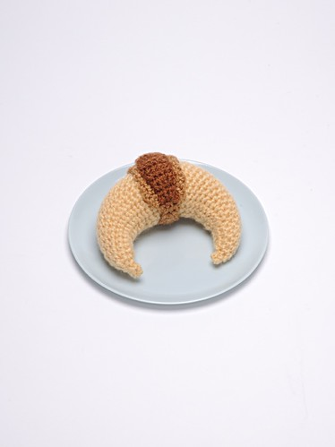 Croissant made in crochet by Crochettes