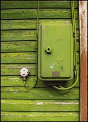 switch on (sulamith.sallmann) Tags: house green switch wooden estonia grün maison 2008 holz strom challenger stromversorgung schalter estland elektrizität stromkasten eletricity holzhaus hölzern viinistu grünlich sulamithsallmann fu0