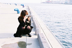 spy (troutfactory) Tags: ocean film japan photography 50mm bay harbor seaside photographer voigtlander rangefinder kobe spy  analogue superia400 kansai nokton   takingapicture bessat