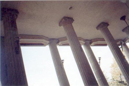 Partenon de Durazo: columnas y cortineros