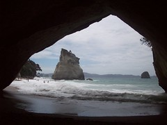 Cathedral Cove arch (- MattW -) Tags: ocean new sea travelling beach zealand backpacking northisland kiwi coromandel cathedralcove coromandelpeninsula