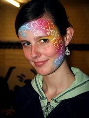 Schmink! (GreetD) Tags: girl smile face hoodie verjaardag makeup portret feestje meisje schmink asse gezicht glimlach grimage glimlachen smis tsmiske toneelschmink tsmis kaptrui