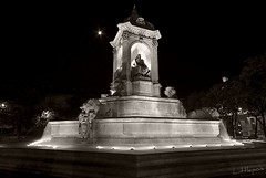 Fontaine au clair de lune (Littlepois Photographie) Tags: paris france night noiretblanc pentax nb capitale fontaine nuit blackdiamond aficionados parisbynight sigma1020 k10d justpentax littlepois
