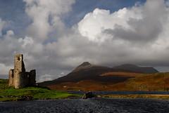 Caisteal rd Bhric & Loch Asainte, Sutherland. 16/10/08 (Douglas Griffin) Tags: scotland day cloudy sutherland corbett quinag scottishcastles lochassynt nikond80 nikkor18135mm