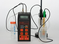 pH probe by Sergei Golyshev (http://www.flickr.com/photos/29225114@N08/)
