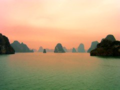 PuRPLe HaLoNG BaY VieTNaM (Sashs Kitchen-Studio Photography) Tags: world blue red sea sky reflection heritage love water bay boat junk rocks asia long purple stones south chinese sash cliffs unesco vietnam sascha sail ha 300 hanoi soe halong fff rueb gbr ogm furz otw 50faves bej insashi fineartphotos rb visiongroup theunforgettablepictures fbdg theperfectphotographer spiritofphotography theenchantedcarousel vanagram vision100 goldenart phvalue saariysqualitypictures novavitanewlife flickrsfinest100faves themonalisasmile imagesforthelittleprince softpurplekiss updatecollection allrightreservedsascharueb allrightsreservedsascharueb sashskitchenstudiophotography