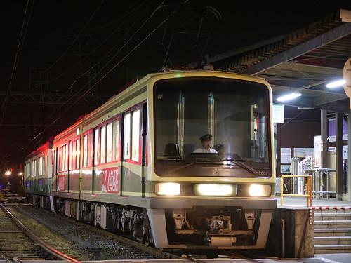 江ノ電2002F+502F稲村ヶ崎行き最終電車@長谷