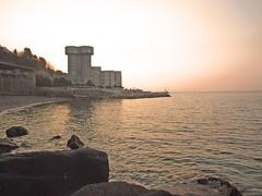 Silos Pernottabili (LOI Laboratorio Occhialeria Italiana) Tags: tramonto mare roberto posto benevento scogli sconosciuto balestrieri djmasso robertobalestrieri