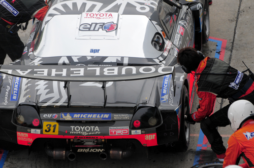 Tyre change in the pit, Super GT, Sepang, 2008