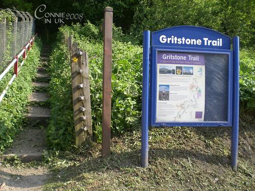 原來剛才的山路是 Gritstone Trail 的一部份。
