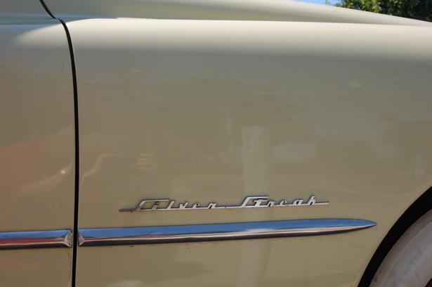 sleek_pontiac_silver_streak_insignia