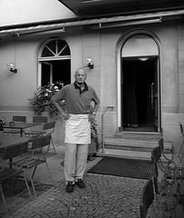 Wirt (sogesehen.) Tags: portrait bw restaurant zürich grdigital wirt friesenberg aufgabe schweighofstrasse portrt gafklasse